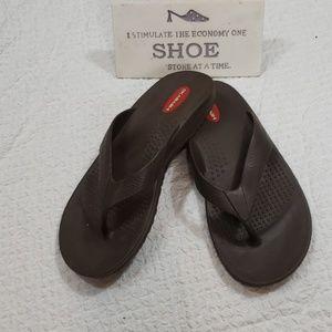 OKABASHI brown unisex flip flops size m/l